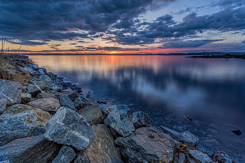 sunset water norway clouds reflections pier moss rocks cloudy 09 lee murmansk jeløy ef1740mml canon6d hardgrad bentvelling