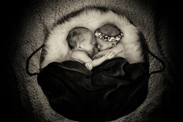 219A9845-bw Newborn twins