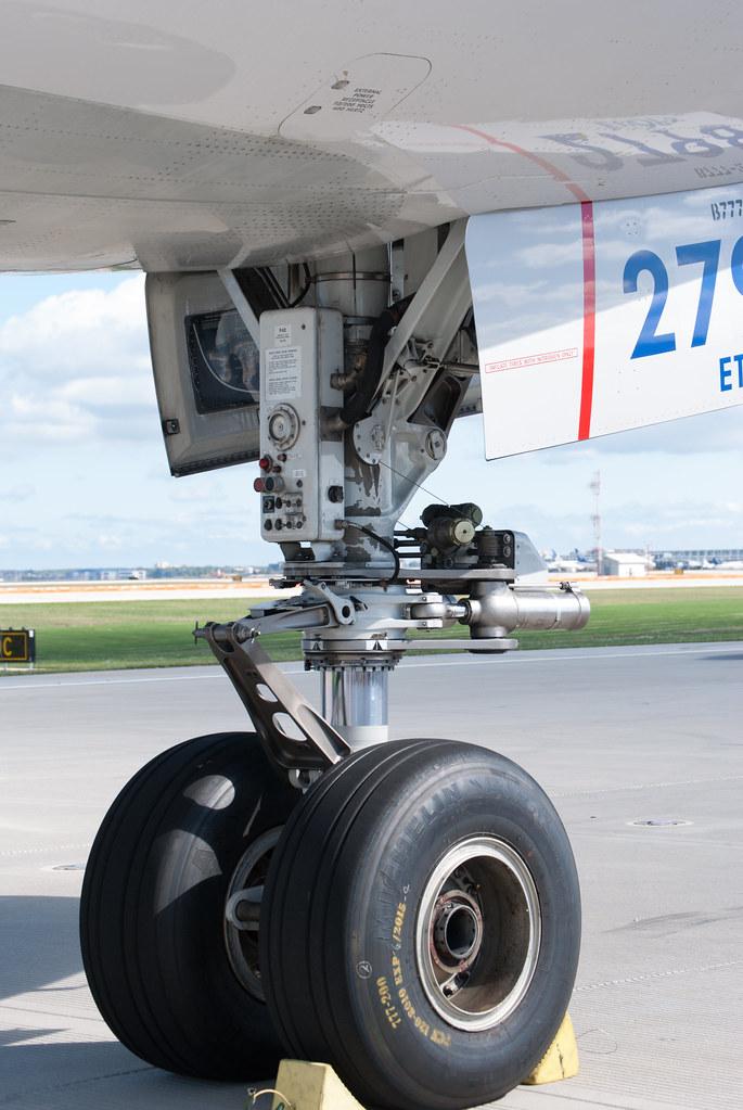 777 Nose Gear