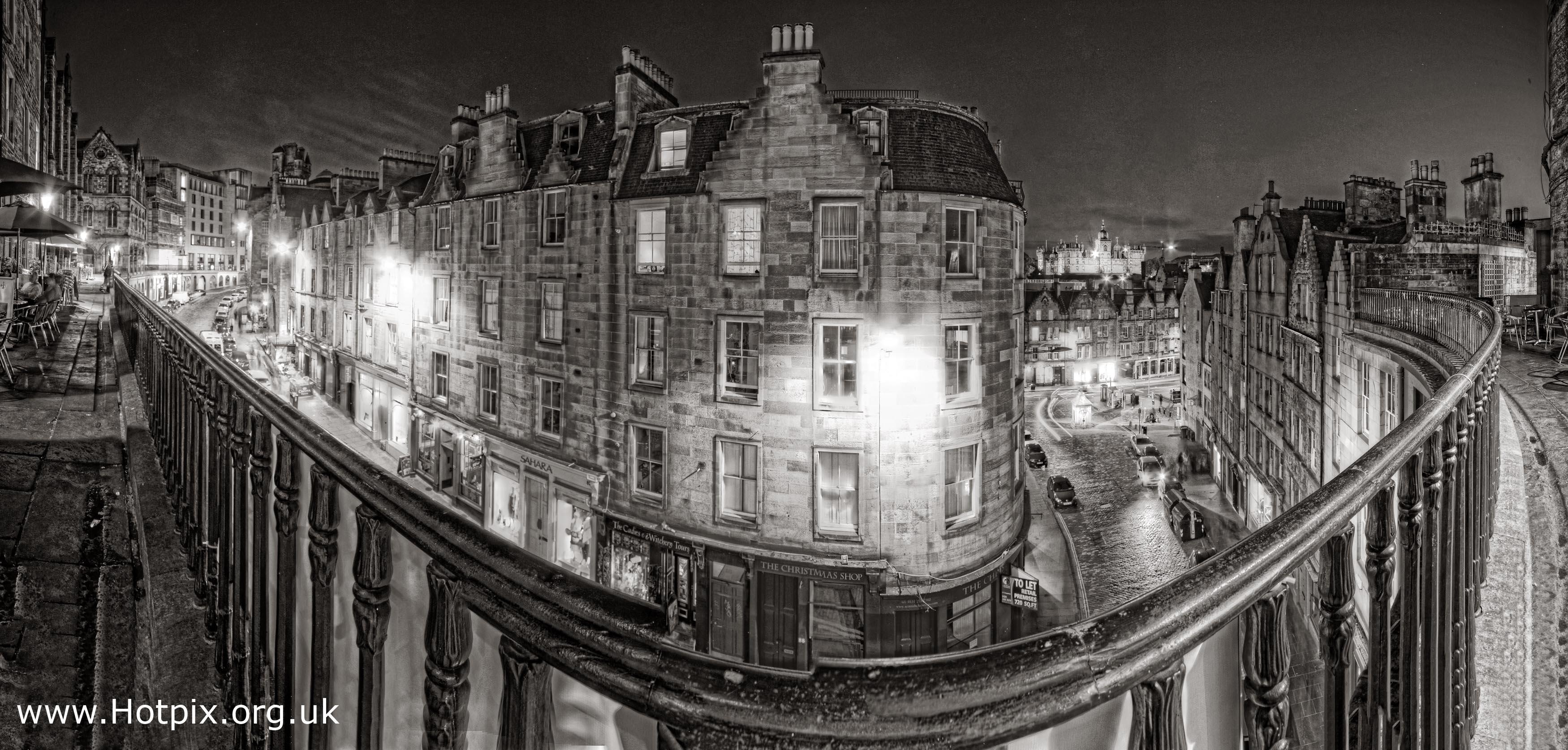Edinburgh,mono,night,dusk,shot,nightshot,tony,smith,tonysmith,Victoria,st,street,monochrome,harsh,black,white
