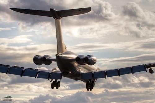 "canon airplane eos force aircraft air jet royal aeroplane norton landing 7d approach runway 100400mm aar tanker raf vickers k3 vc10 ""air refueler bzn 100400 brize air"" egvn za148"
