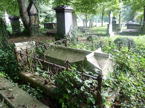 Chapel Allerton Cemetery Leeds James W Bell Good