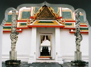 Entering Wat Arun   by juliacsmith