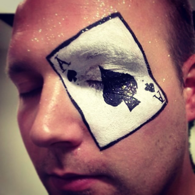 spade card face paint  ♢ Ace of spades ♢ #aliceinwonderland #cards #glitter #play ...