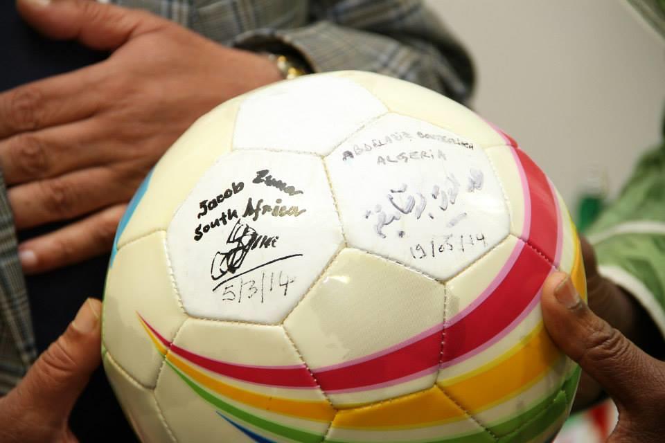 Bola assinada pela Presidente Jacob Zuma