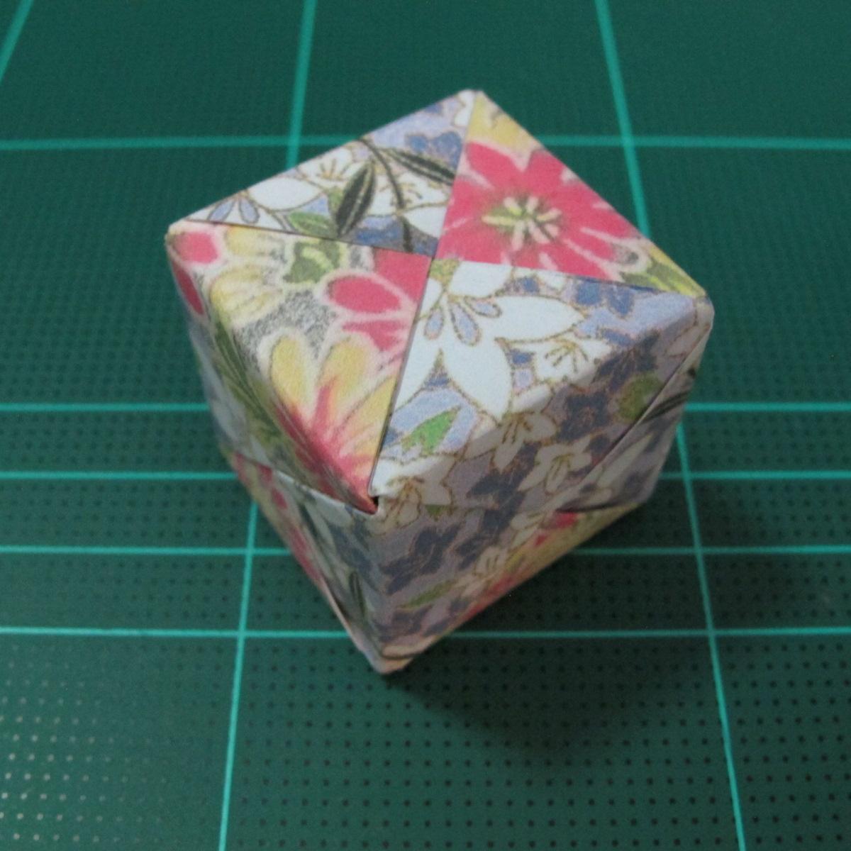 การพับกระดาษเป็นรูปเรขาคณิตทรงลูกบาศก์แบบแยกชิ้นประกอบ (Modular Origami Cube) 038