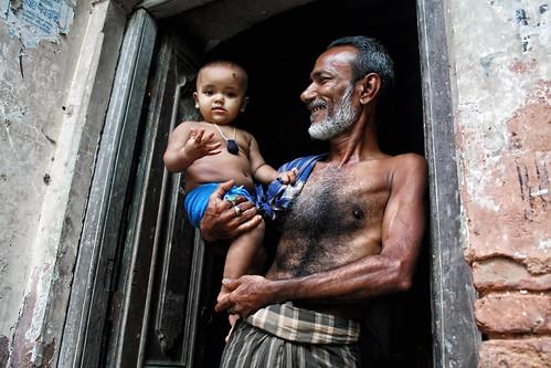 portrait smile happy child grandfather grandpa portraiture dhaka 1855mm bangladesh savar 450d birulia russelljohn