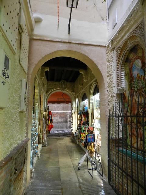 Granada Alcaiceria mercado de artesania 04