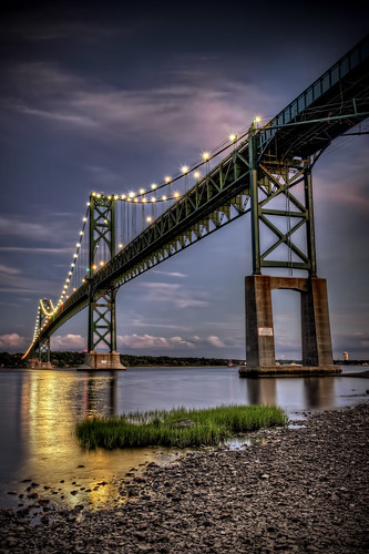 sunset bristol historic rhodeisland portsmouth bluehour narragansettbay nationalregisterofhistoricplaces twolane mounthopebridge bridgenewenglandsuspensionbridge