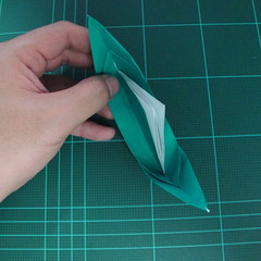 การพับกระดาษเป็นรูปเรือมังกร (Origami Dragon Boat) 023