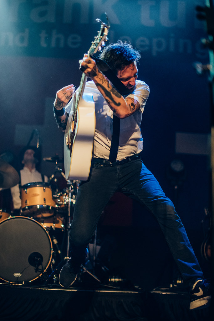 Frank Turner playing guitar at the House of Blues