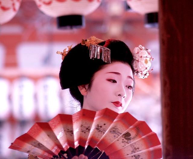 Geisha apprentice (Maiko) dancing at a shrine in Kyoto