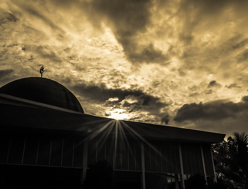 shadow bw sun white black building lines vertical architecture landscape photography star nikon scenery pray wide mosque malaysia cropped wisdom highlight perak gerik qahar syauqi d5100