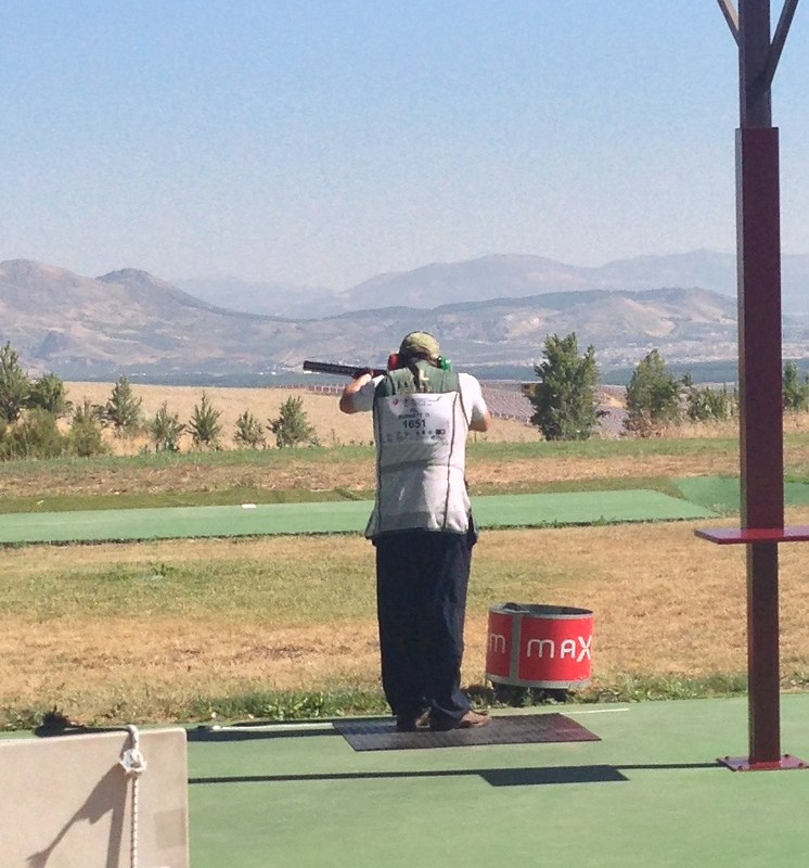 Derek Burnett shooting a clean round