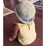 ✴︎ 娘の麦わら帽子を編みました☺️ ✴︎ さわやかにミントグリーンのカラーで💕 うしろはこんな感じ⛵️ リボンは親のデニムコーデに合わせて、 ブルーのカラーで🎀 ✴︎ ✴︎ #ハンドメイド#手作り#鍵編み#和紙#ミントグリーン#帽子#麦わら#麦わら帽子#knitting#編み物#編み部#こども#夏#summer#今日のほのさん#1歳#女の子#赤ちゃん#1歳児 #1yearsold#親バカ#親バカ部#baby #babygirl #デニムコーデ#