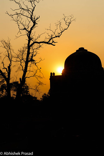 silhouette lodhi garden delhi canon canonphotos canon80d landscape travel worldheritage architectural monuments natgeo sunset sunrise india traveldiaries