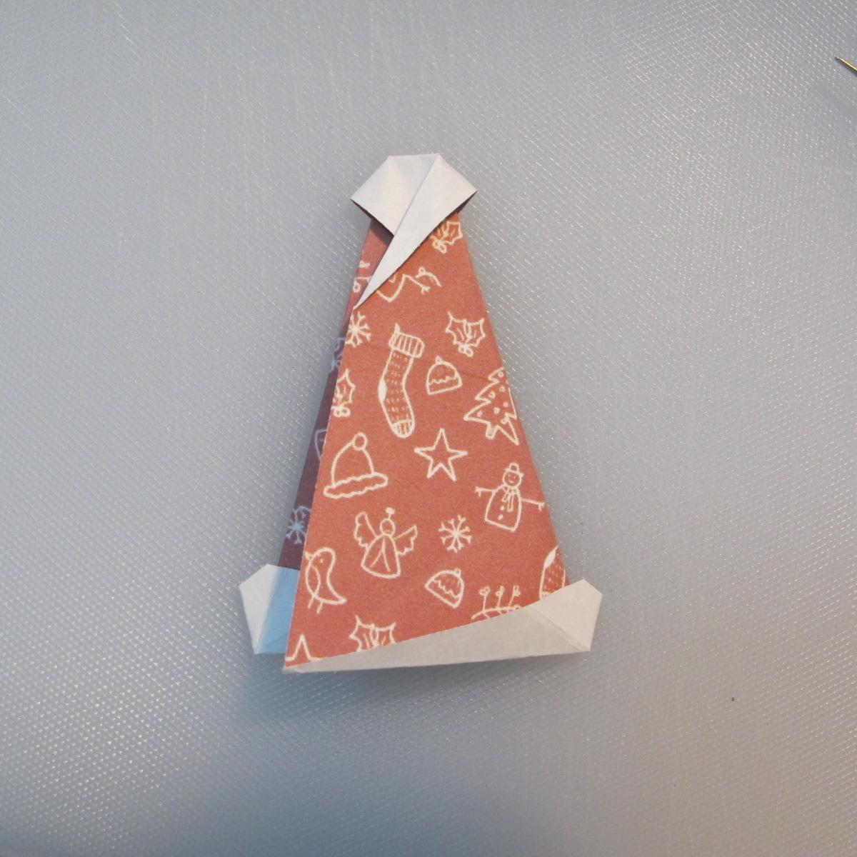 วิธีพับกระดาษรูปหมวกซานต้า 022