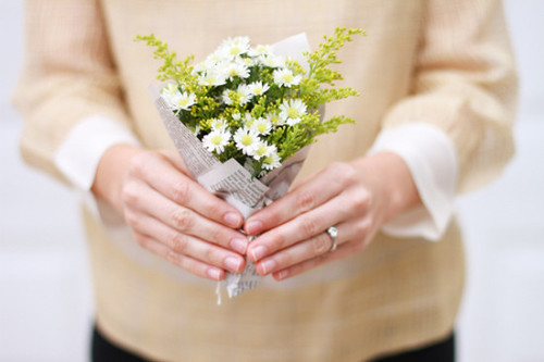 1386002470_content_DIY-will-you-be-my-bridesmaid-bouquet2-550x366 | by crumbscom