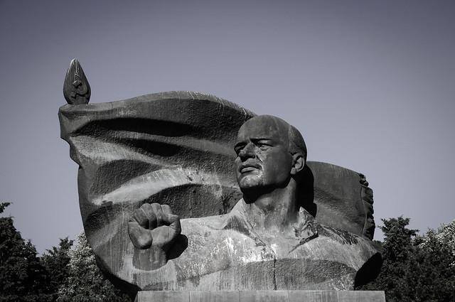 Ernst-Thälmann-Statue