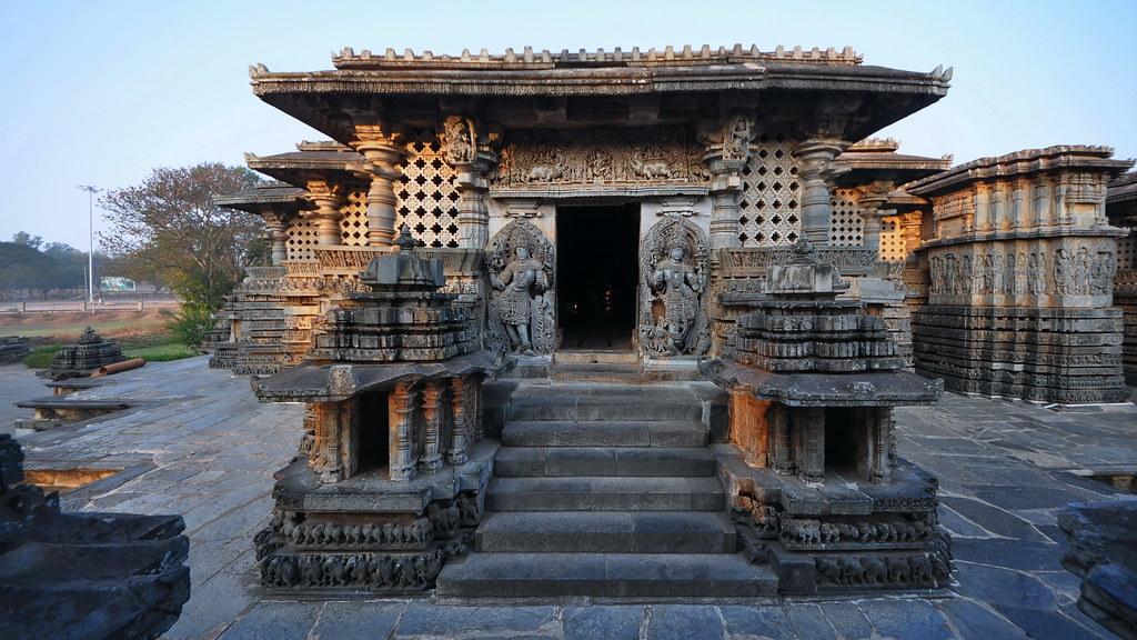 Starovekí astronauti vytesaní v chráme Hoysaleswara