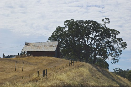 california usa clouds landscape barns roadtrip nikond70s roadtripusa outbuildings calaverascounty nikondslr statehighway49