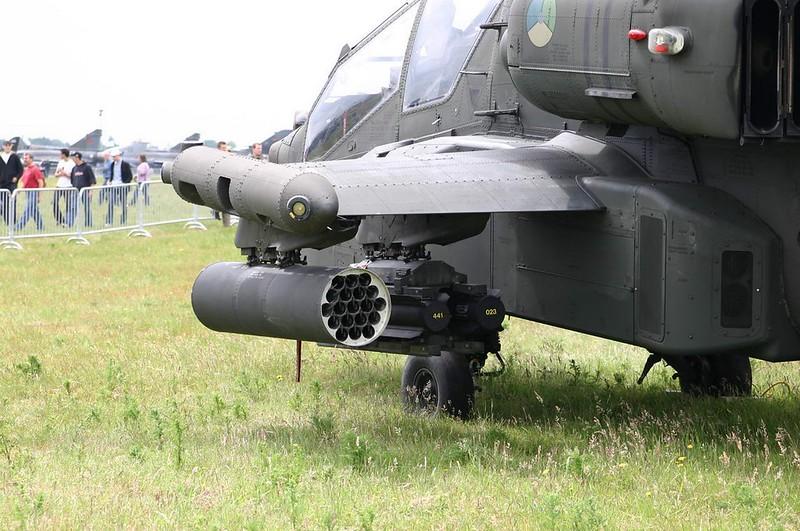 Boeing Apache AH-64D 5