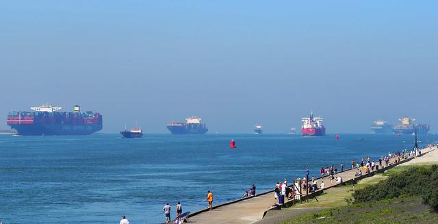 Scheepvaart verkeer in de Maasmond 9-8-2015.