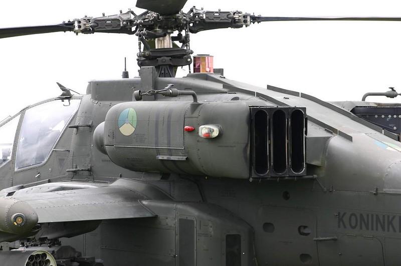 Boeing Apache AH-64D 4