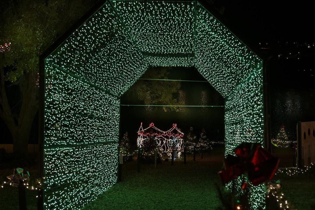 Marble Falls Christmas Lights.Christmas Lights 3 Marble Falls Tx The Walkway Of Lights