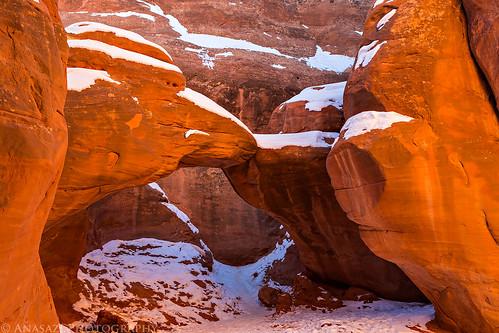Sand Dune Arch   by IntrepidXJ