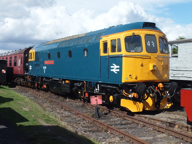 33202 looking superb with it's new livery. Shortly due to depart Mangapps to the EOR for their Diesel Gala in September. 08 09 2013