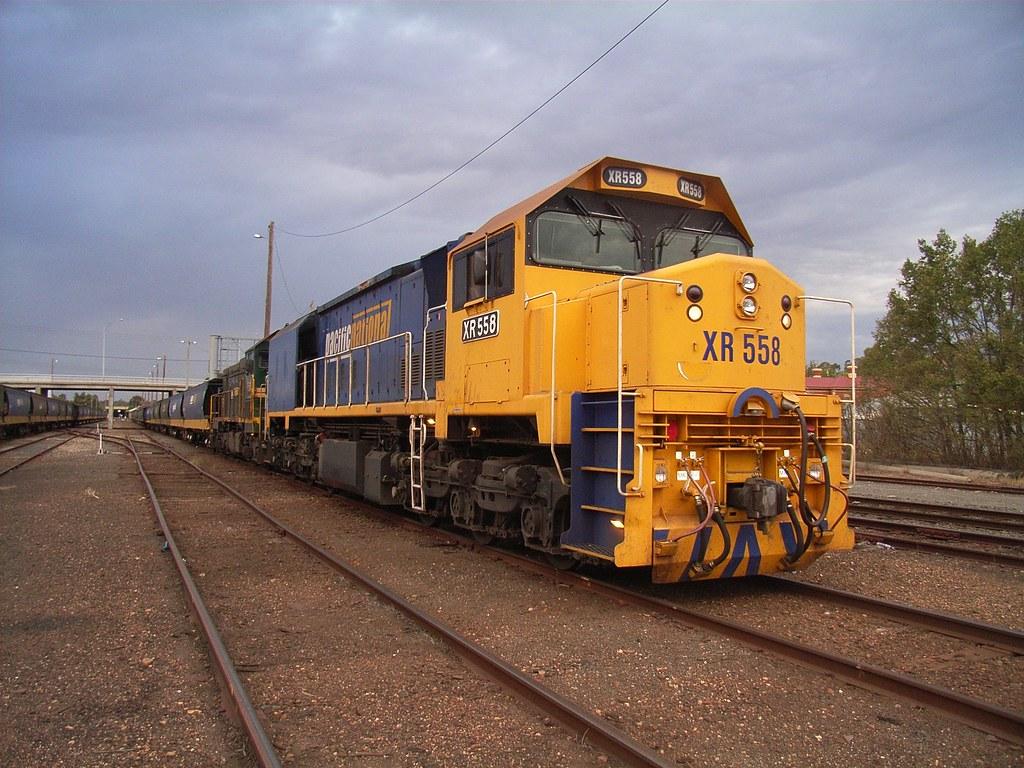 XR558 and P21 in Bendigo on a short grain train by bukk05