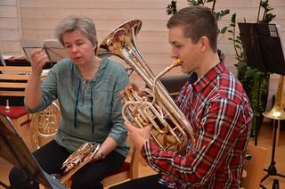 SYBB 2014-01-04 - Jonathan Wickström får en extra instruktion av högsta ledningen.