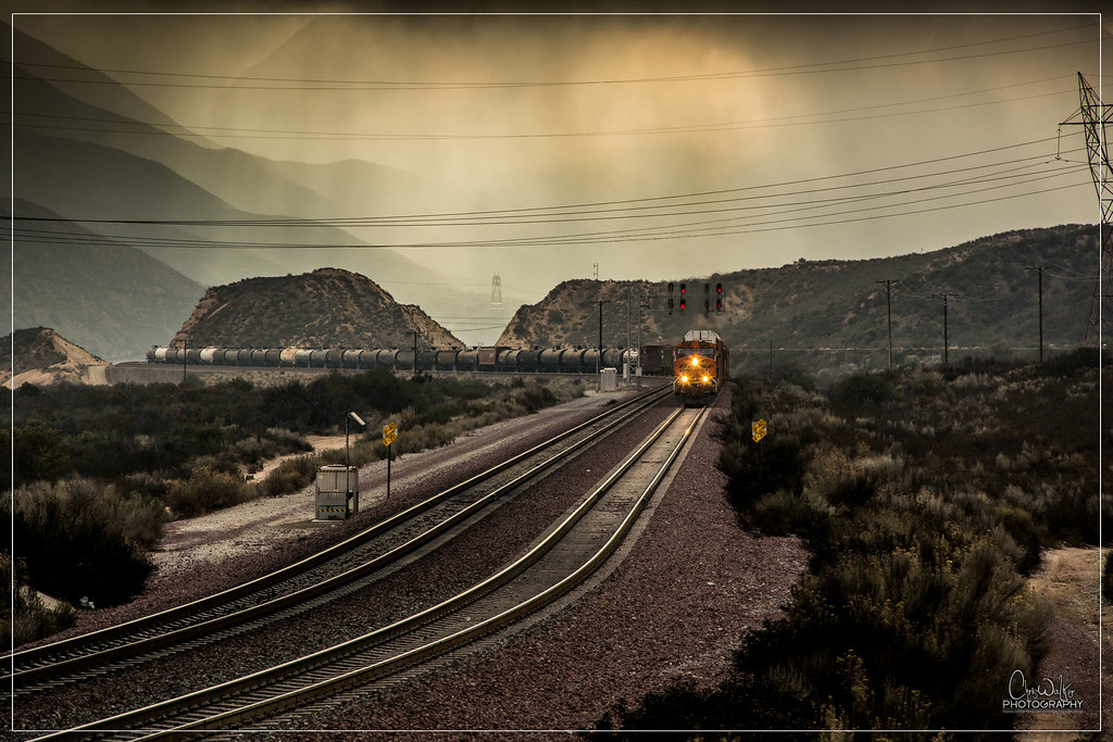 BNSF 5869 Eastbound at Pinelodge.
