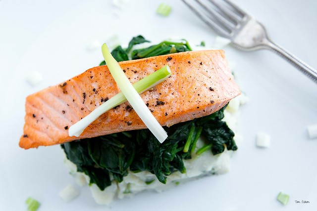 Grilled Salmon with Spinach and Mashed Potato .