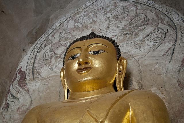 MM077 Golden Buddha - Gawdawpalin Temple - Bagan