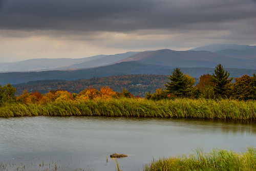 autumn mountains vermont seasons unitedstates fallcolors stowe greenmountains mountainrange trappfamilylodge