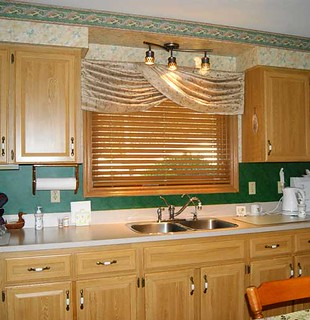 Turban Swag Valance & Wood Blind