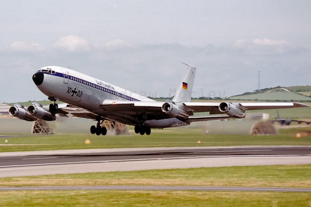 German AF Boeing 707 departs Boscombe Down in June 1992.