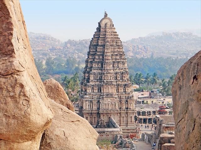 Le gopuram est du temple de Virupaksha (Hampi, Inde)