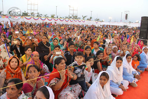 Devotees expressing their joy to see Satguru amongst them