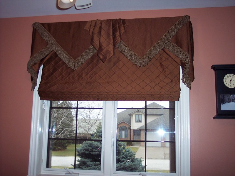 Triangle Valance & Shade