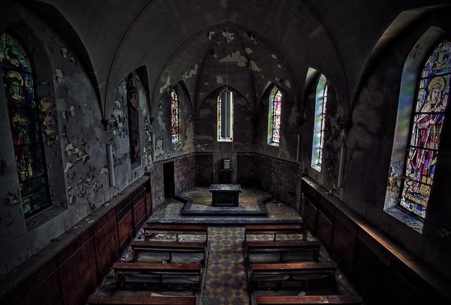 An empty nave (Angus Dei)