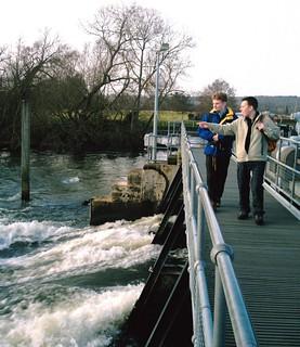 Henley-on-Thames (round walk) The weir at Hambledon Lock. D.Allen vivitar 5199mp