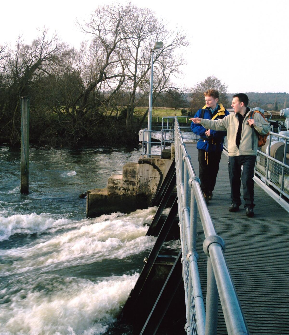 Henley-on-Thames (round walk) The weir at Hambledon Lock. D.Allen vivitar 5199mp