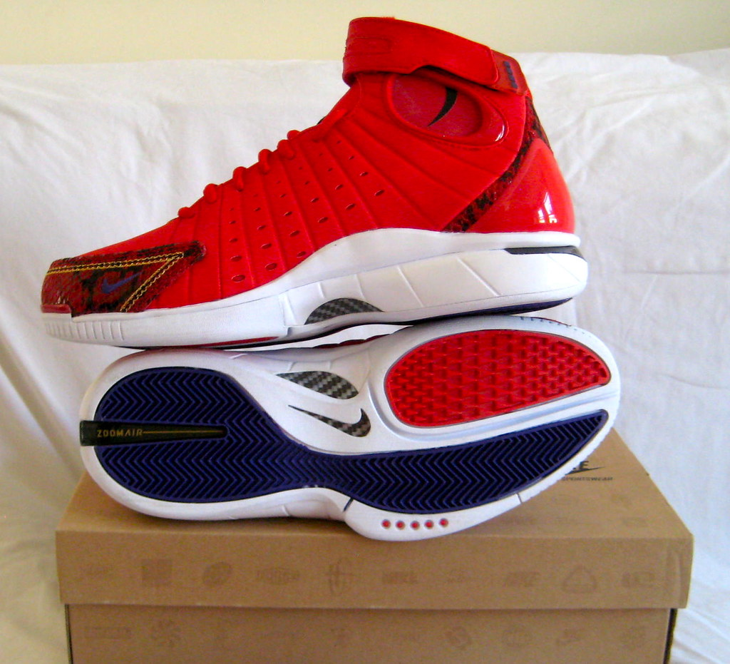 new concept 1d374 93a6b NIKE AIR ZOOM HUARACHE 2K4 UNIVERSITY RED KOBE YEAR OF THE ...