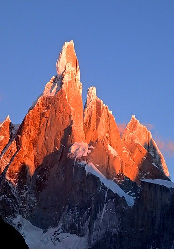 Wed, 2014-03-12 07:41 - Cerro Torre in alpenglow