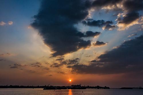 kochi sunset sun sky warm clouds rays sunrays rest travel sea ocean port south kerala boats cloudy silhouette shadows golden hour