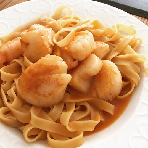 Tagliatelle à l'américaine with scallops and tiger prawns. Because… SEA! | by Aitor Garcia