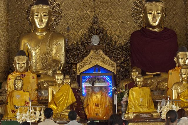 MM065 Statues of Buddha - Shwedagon Paya - Yangon